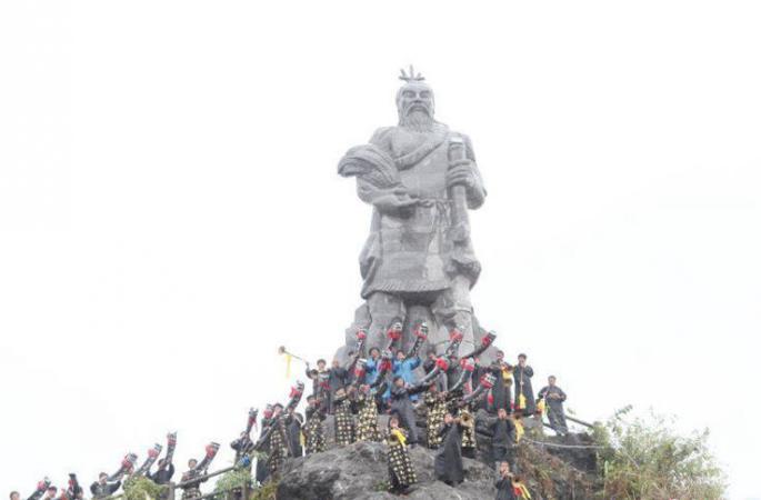 구이저우 싼두 수족들의 명절 '돤제', 화려한 제사의식