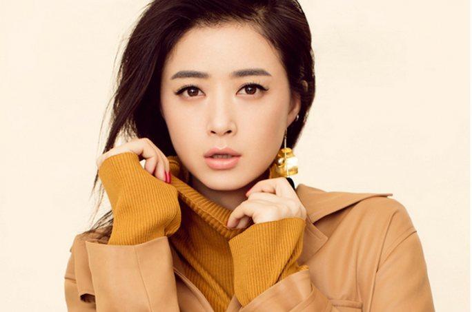 장신 최신 패션 사진 공개, 우아하고 세련된 미 넘쳐