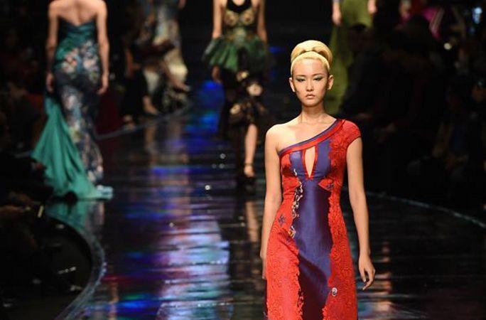 난징 명성회 개막식에서 윈진 패션쇼 펼쳐