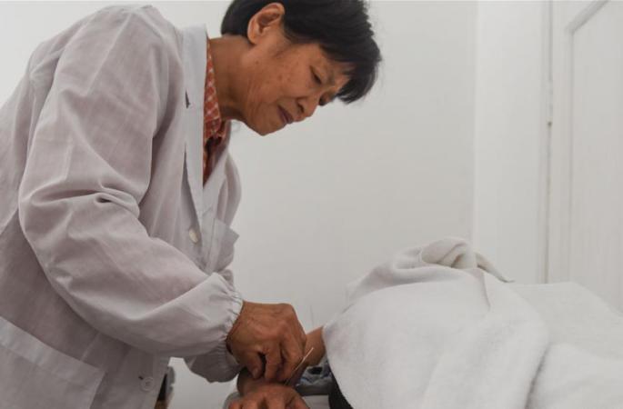 ('일대일로(一帶一路)' 글로벌행)침구로 페루인의 병통을 제거하는 중국의사 저우커슈(周克秀)