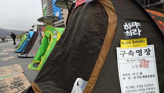 韓國文藝界人士示威