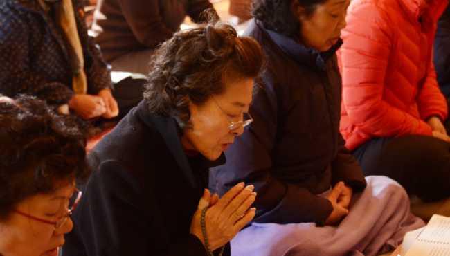 韓國高考在即 考生家長寺廟祈福忙