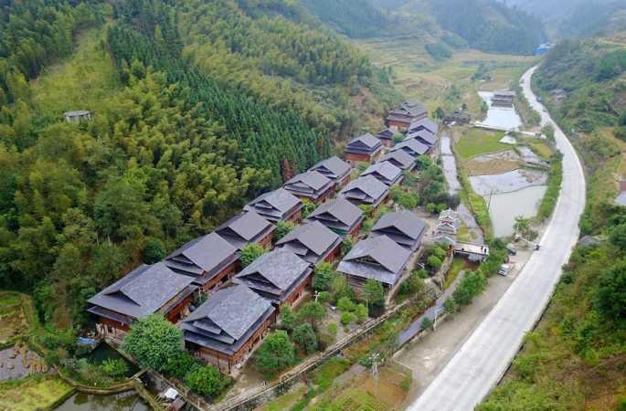 뚱족 마을 생태적 이주, 빈곤에서 벗어나 부유한 생활로