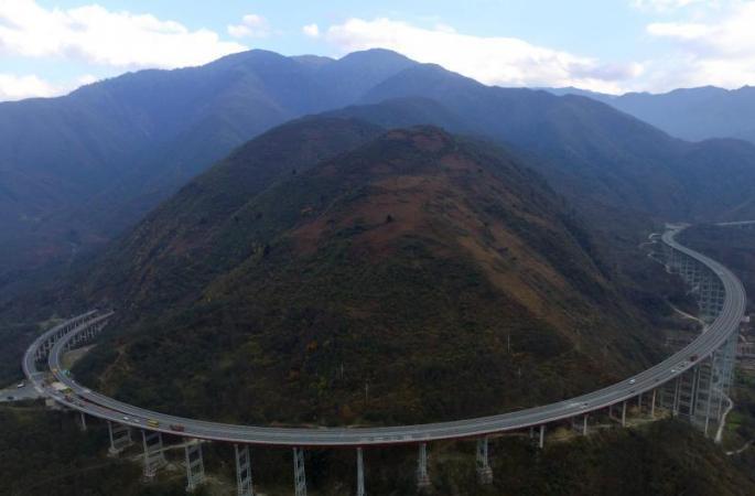 국내 첫 쌍나선의 고속도 터널