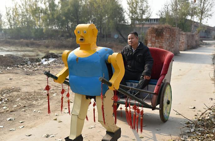 베이징 농민 30년간 63개 로봇 만들어