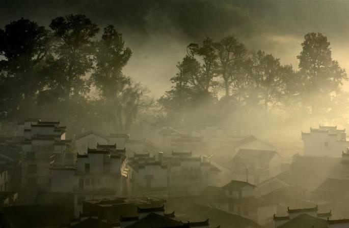 中 장시: 아침 안개 속에 휩싸인 우위안, 한폭의 그림