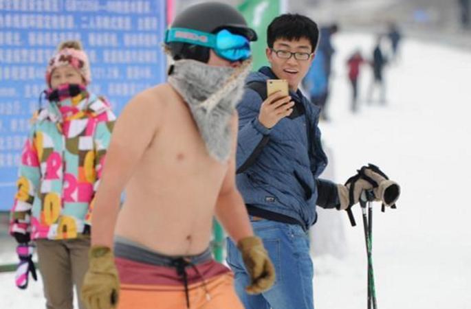 창춘 스키장 찾은 비키니 미녀들, 그녀들의 라이딩 실력은 과연?