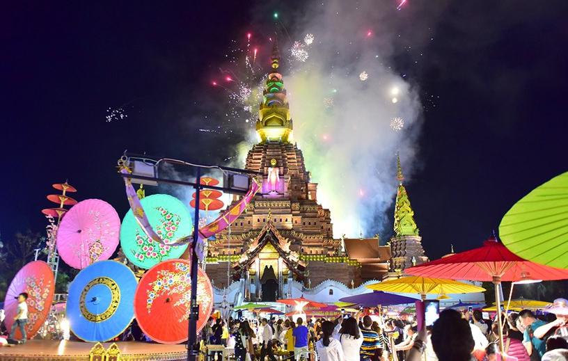 중국 윈난 시솽반나 야시장, 태국풍 먹거리 맛보려는 관광객들로 인산인해