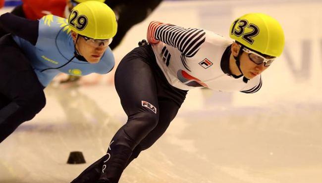 男子1500米短道速滑:樸世暎奪冠