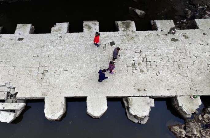 드론 촬영: 허난위저우잉허 방류, 명나라 청영교 유적지 수면 위로