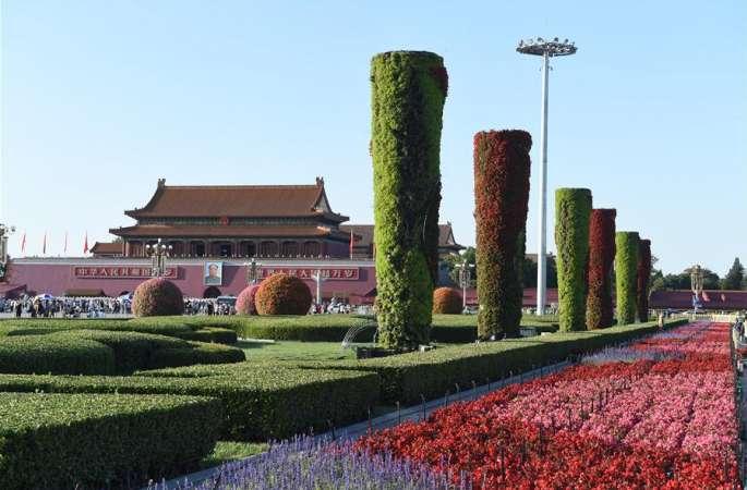 톈안먼 광장 국경절 화단 배치 작업 시작