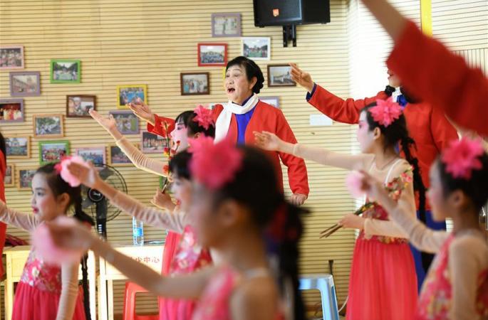 '경극 할머니' 10여년간 경극 보급에 앞장
