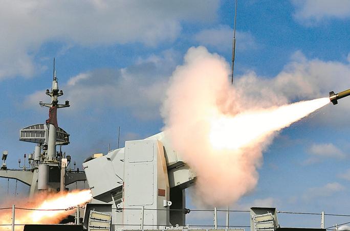 쇼킹! 해군 3대 함대 40여 척 군함 동해에서 기량 겨뤄
