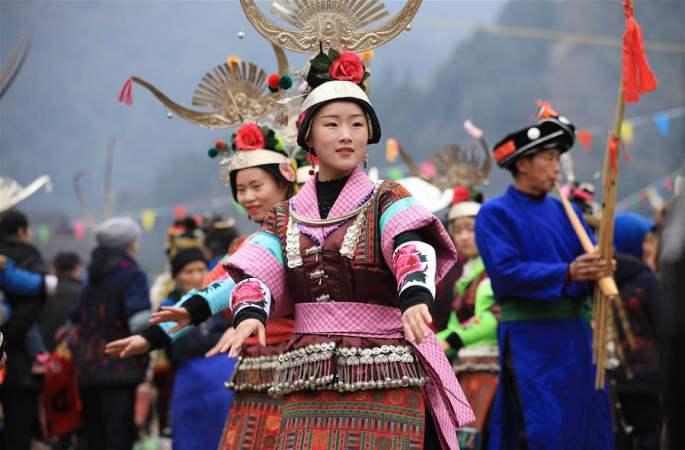 구이저우 단자이: 루성회(蘆笙會)서 기예 선보여
