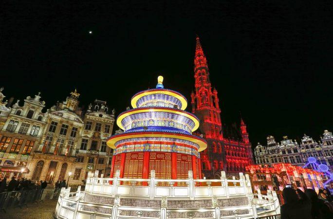 '유럽의 심장'을 환하게 비춘 중국의 정월 대보름 꽃등