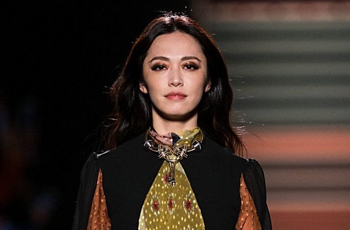 야오천 밀라노 패션위크서 워킹해... 자유분방한 매력 발산